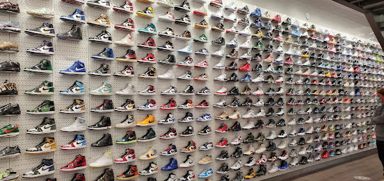 SNEAKERS STORES IN CHICAGO